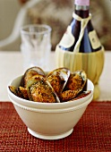 Mussel gratin with almond and pepper crust