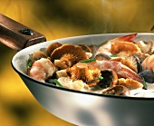 Pan-cooked shrimps and mushrooms in béchamel sauce