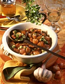 Onion goulash with beans