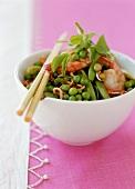 Stir-fry with peas, shrimps and egg noodles