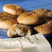 Bread rolls with sesame and thyme