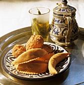 Kaab el ghazal (gazelle's horns) & sesame balls (Morocco)