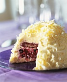 Dome cake with quark and berry filling