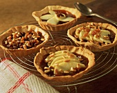 Four tartlets with caramelised apple slices