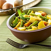 Vegetable curry (potatoes, beans, peas and carrots; India)