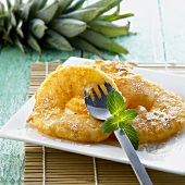 Baked pineapple slices with icing sugar (China)