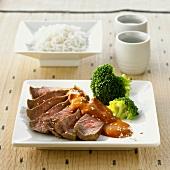 Roast beef with sesame sauce and broccoli (Japan)