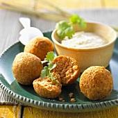 Four lentil balls with coconut chutney (India)