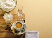 Kokoskaffee und Caffè Coretto (Espresso mit Grappa)