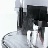 Espresso machine with steam pipe for frothing milk