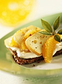 Pumpernickel with Romadur cheese and orange segments