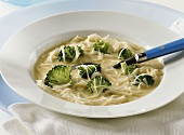 Rice noodle soup with broccoli