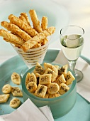 Spelt cheese sticks and spicy cheese biscuits