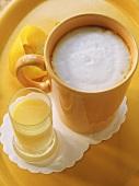 Cafe Barraquito mit Eierlikör und Milchschaum