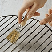 Grill brush for cleaning the grill rack