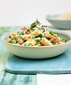 Rigatoni alla carbonara (Pasta with egg, bacon and peas)