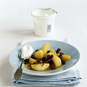 Apple compote with cinnamon, raisins and natural yoghurt