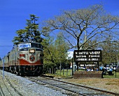 Napa Valley Wine Train passiert V. Sattui Winery, St. Helena