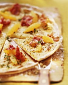 Pizza arance e ricotta (pizza with ricotta, oranges & bacon)