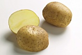 Two half and one whole potato, variety 'Solist'