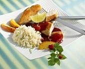 Hähnchenbrust mit Himbeersauce, Pfirsichen und Limettenreis