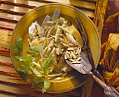 Poultry salad with papaya and almonds