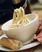 Spaghetti al gorgonzola (spaghetti with Gorgonzola sauce)