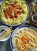 Garnelen mit Chinakohl & Hühnerstreifen mit Sprossen & Möhren