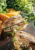 Crabmeat sandwich with artichokes and celery