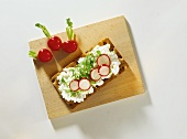 Crispbread with soft cheese, radishes and cress