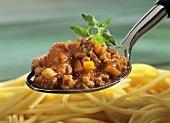 Pasta con ragù alla bolognese (Spaghetti with meat sauce)