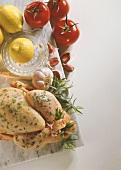 Ganzes Huhn mit Kräutern, Knoblauch, Zitronen & Tomaten