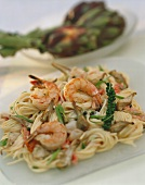 Spaghetti with shrimps, artichokes and green pepper