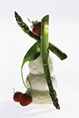 Mozzarella, grüner Spargel, Erdbeeren & Spinatblatt