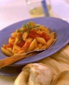 Penne ai peperoni (Nudeln mit Peperoni, Tomaten & Schinken)