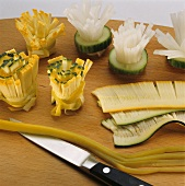 Making rosettes from courgettes and radishes
