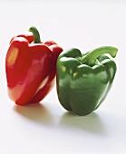 Rote und grüne Paprikaschote