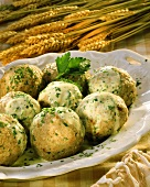 Bread dumplings with parsley cream; Decoration: ears of corn