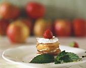 Apfelsorbet zwischen gerösteten Apfel-Zimtscheiben