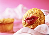 Muffin a la Marilyn with red marzipan mouth