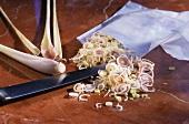 Zitronengras kleinschneiden zum Einfrieren