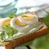 Egg on toast with chervil mousse