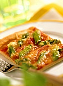 Pizza agli asparagi (Asparagus pizza with tomatoes, Italy)