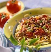 Pasta con sugo alla bolognese (Spaghetti with mince sauce)