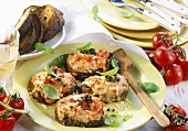 Beef steaks with tomato crust and green pepper