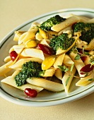Pasta salad with pesto, capers and beans