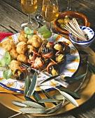 Oliven-Tapas: Oliven im Ausbackteig, Backpflaumen mit Oliven