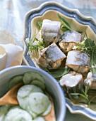 Aal grün mit Kräutern und Gurkensalat