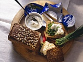Snack with wholemeal bread, herb quark and Camembert