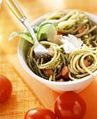 Spaghetti al pesto di erbe (Spaghetti with herb pesto)